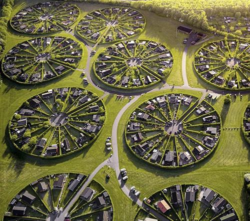 Brøndby Garden City je kruhová zahradní komunita nedaleko Kodaně