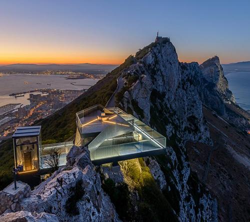 Studio Arc Designs postavilo na nejvyšším vrcholu Gibraltaru dechberoucí vyhlídku