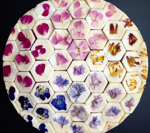 Cukrařka Lauren Ko vytváří dechberoucí geometrické pestrobarevné dorty