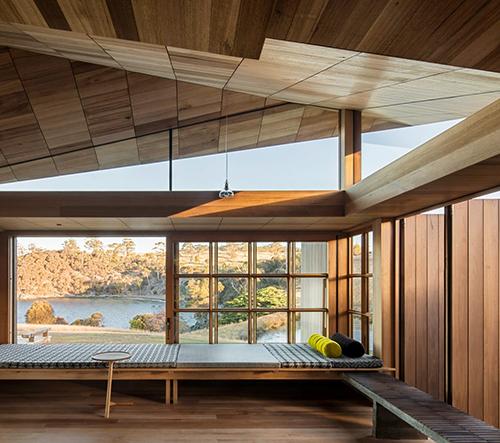 John Wardle Architects oživili zapomenutý tasmánský domek kapitána Kellyho