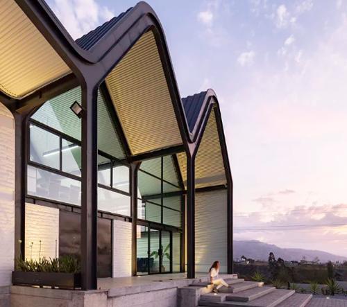Estudio Felipe Escudero navrhlo v Ekvádoru industriální stavbu, která kombinuje tradice s moderním stylem