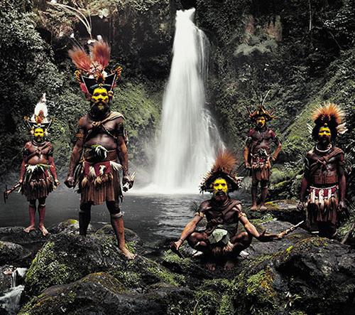 Fotky izolovaných kmenů z různých částí světa berou dech