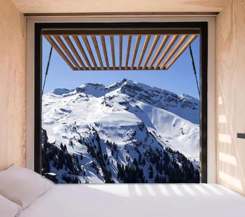 Ora Ïto navrhl do francouzských hor ubytování z dopravních kontejnerů