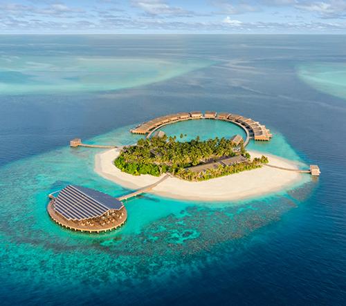Na Maledivách se otevírá energeticky soběstačný hotel Kudadoo