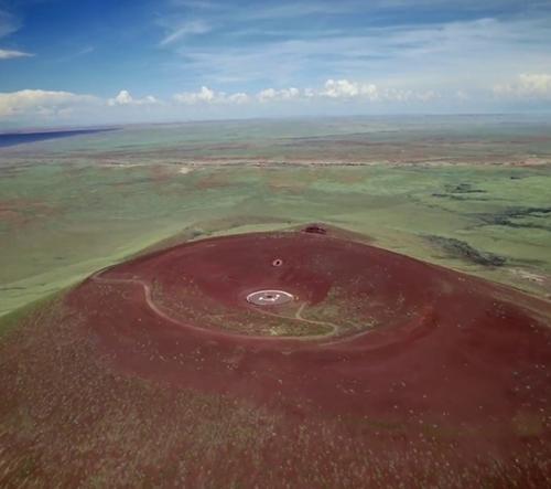 James Turrell vytváří v bývalém vulkánu Roden Crater umělecké instalace