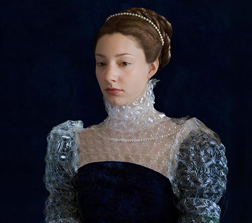 Suzanne Jongmans ve svém projektu navrhla recyklované dobové renesanční oblečení jako manifest
