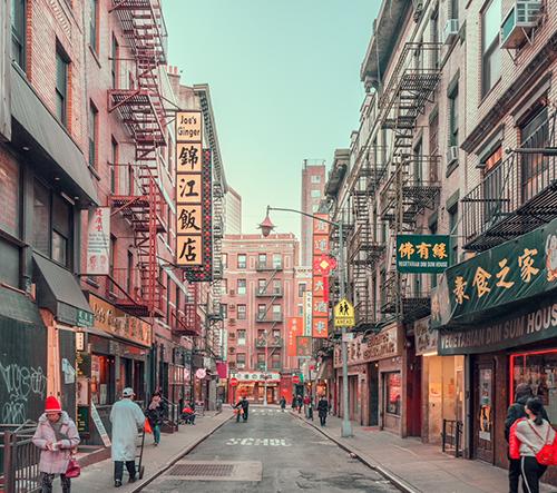 Barevná různorodost zachycená na fotografiích newyorského Chinatownu bere dech