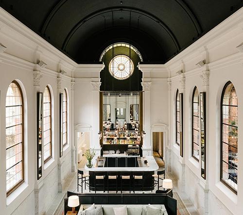Klášter v Antverpách byl přestavěn na hotel August s restaurací a barem