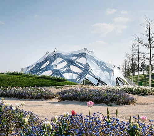 Univerzita v Stuttgartu navrhla pavilony inspirované biomimetikou mořských ježovek a hmyzích křídel