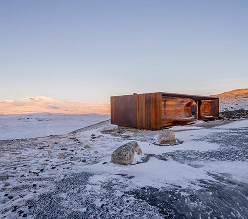 Studio Snøhetta navrhlo v norské přírodě syrový pozorovací pavilon