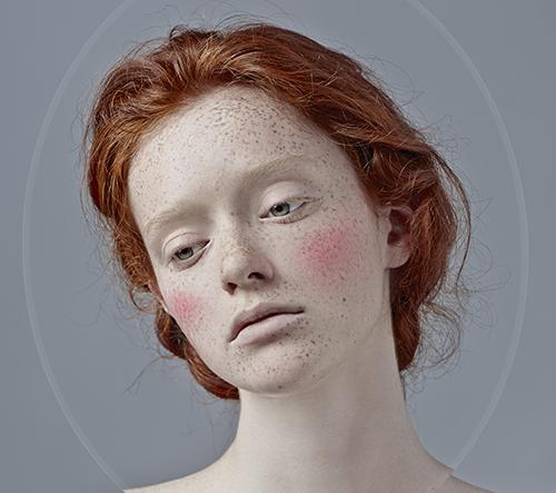 Fotografka Kristina Varaksina vypráví prostřednictvím svých fotek příběhy mezi nevinností a surrealitou