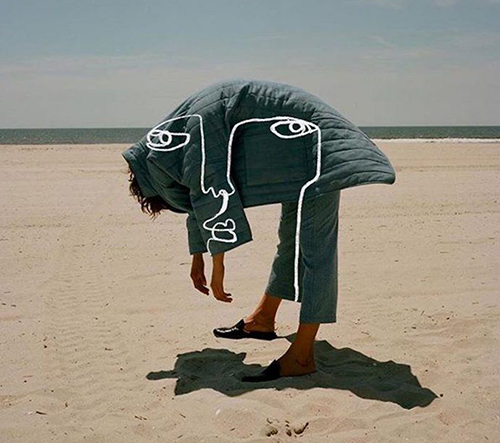 Izraelská umělkyně Shira Barzilay spojuje ve svých abstraktních kresbách umění, módu a fotografii