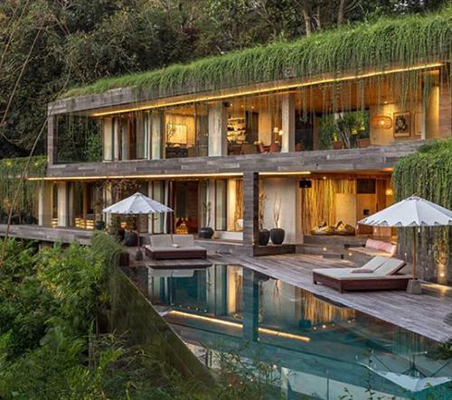 WOMhouse studio navrhlo na Bali přírodní vilu, která splývá s okolím