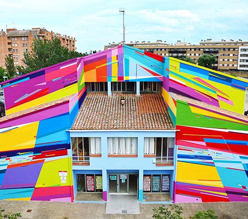 Fasáda budovy základní školy ve Španělsku je inspirována živou energií dětí