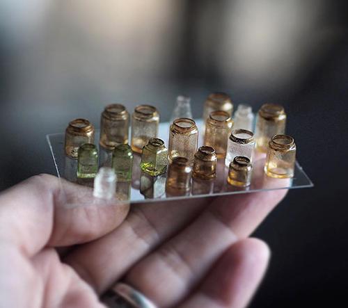 Japonská umělkyně Kiyomi vytváří perfektní miniatury starožitností