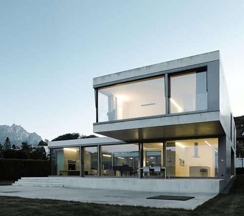 Villa M je luxusní betonové bydlení poblíž švýcarského jezera