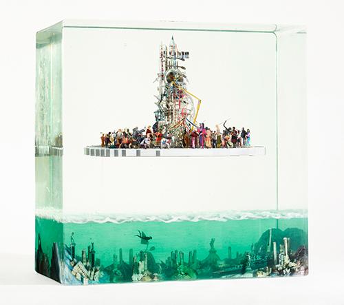 Dustin Yellin vytváří surreální 3D foto koláže ve skleněných boxech