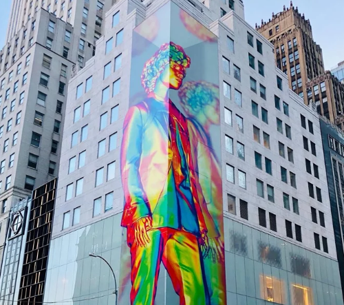 Virgil Abloh navrhl pro Louis Vuitton obrovskou pestrobarevnou sochu inspirovanou Čarodějem ze země Oz