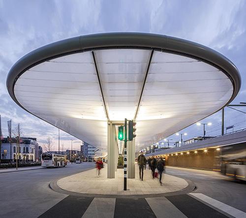 Nizozemské město Tilburg si postavilo solárně dobíjené autobusové nádrží