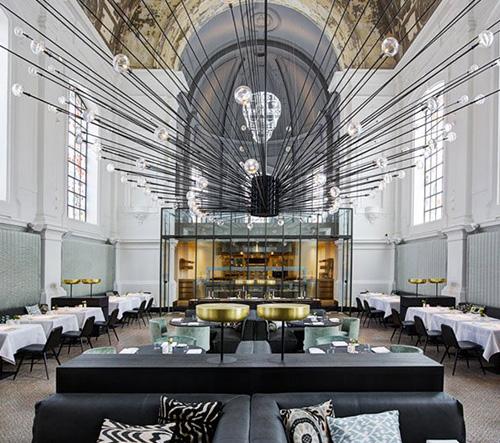 Vojenská kaple v Antverpách se proměnila v luxusní restauraci