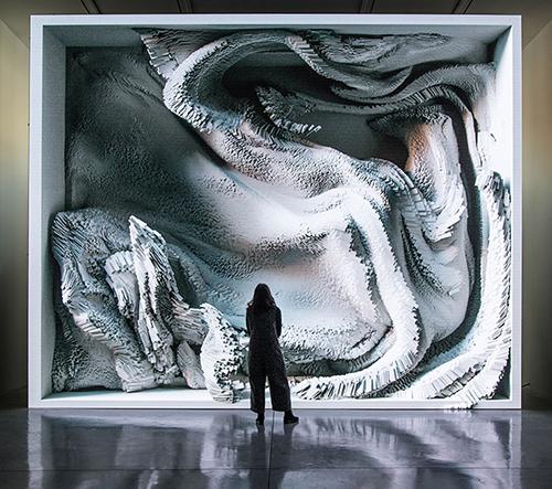 Refik Anadol navrhl dechberoucí instalaci Melting Memories inspirovanou lidským mozkem a jeho činností