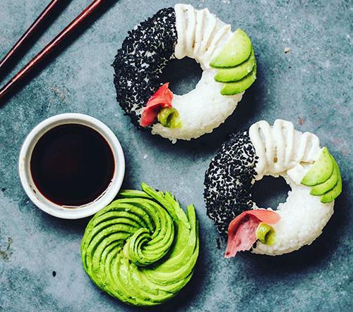 Novinka ve světě gastronomie - sushi ve tvaru koblihy!