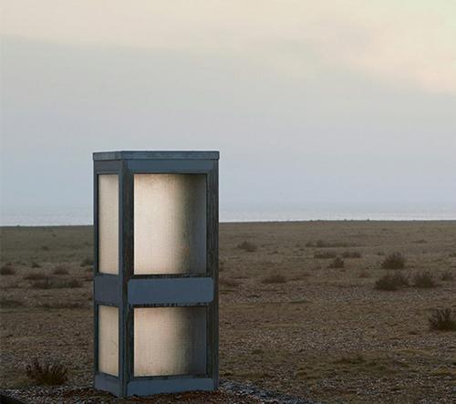 Umělec Joe Sweeney umístil na anglickém pobřeží telefonní budku, kde se obyvatelé mohou vyjádřit k brexitu