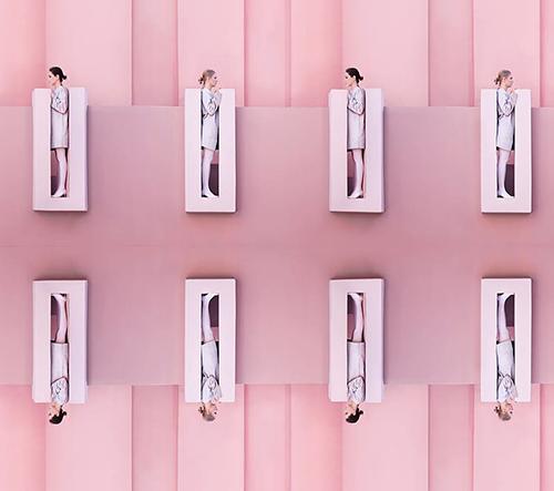Lara Zankoul zve do půvabného světa pastelových barev, jemných textur a geometrie ve své fashion sérii fotografií