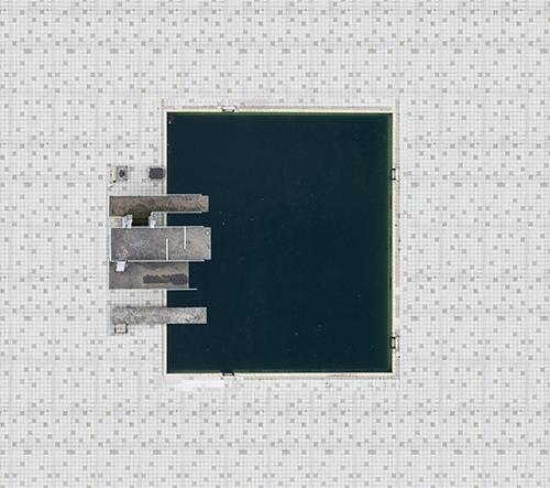 Německý fotograf Stephan Zirwes fotí krásu bazénů z ptačího pohledu