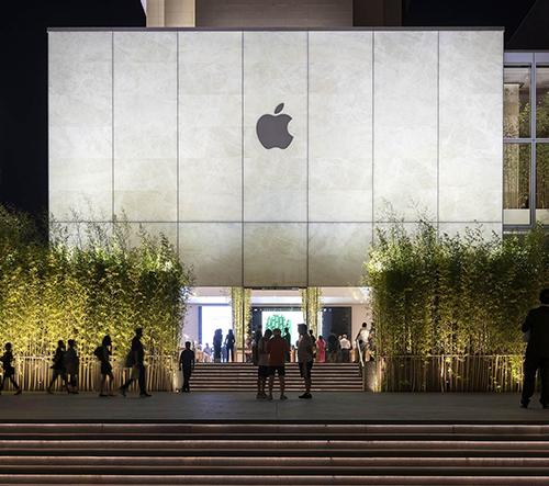 Foster postavil v Macau nový Apple Store s fasádou ze zářícího kamene