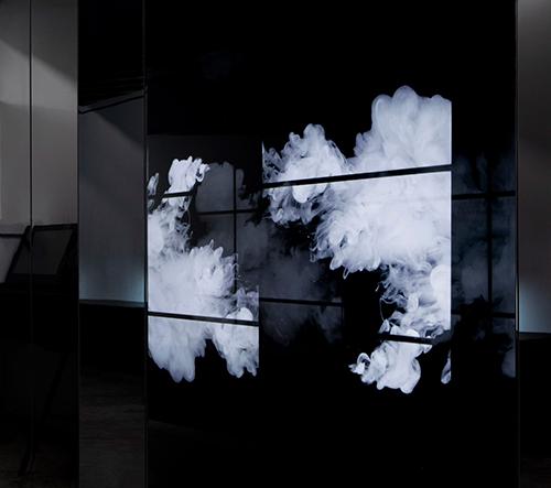 Jesse McGowan navrhl tajemný interiér známého newyorského tatérského studia Bang Bang Tattoo