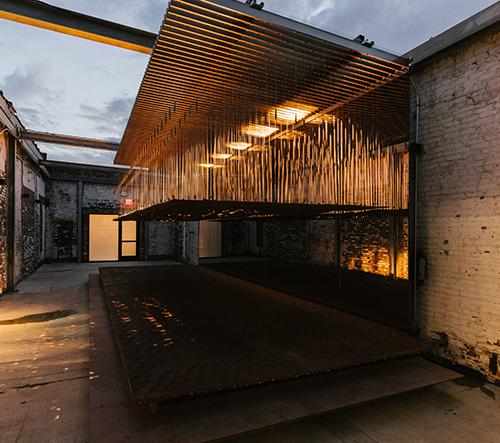 Studio INI navrhlo vyřezávanou strukturu, která mění tvar na základě pohybu