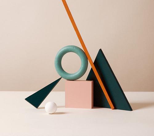 Studio Holger Kilumets navrhuje hravé a barevné kompozice