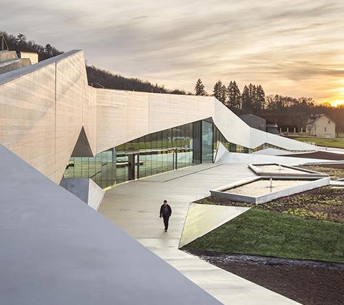 Snøhetta postavila v Lascaux mezinárodní centrum pro jeskynní umění