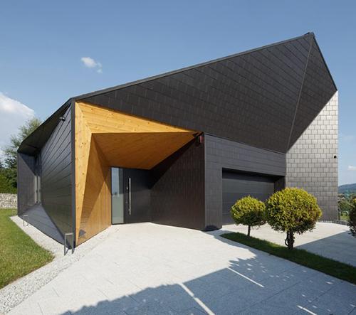 MUS Architects navrhli Black Rock House inspirovaný topografií polských hor