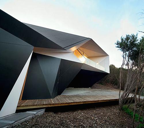 Studio McBride Charles Ryan navrhlo v Austrálii znamenitý geometrický dům
