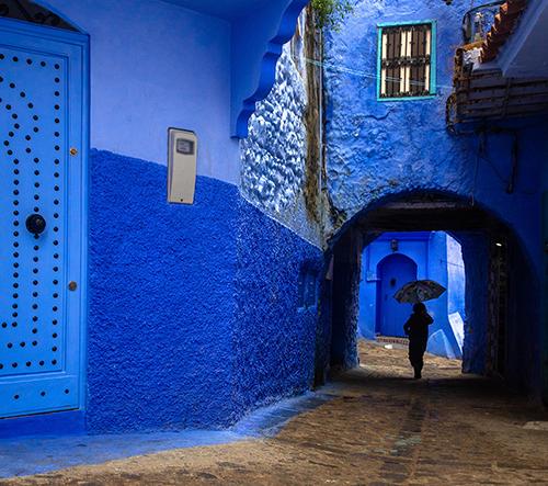 Duo fotografů objevuje zapomenuté místa světa jako například modré městečko v Maroku