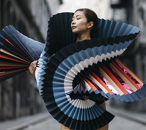 Když se origami umění spojí s tancem a fotografií