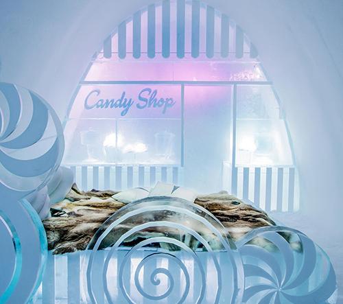 IceHotel se po roce otevřel s 15 uměleckými pokoji v podobě cukrárny nebo hippies