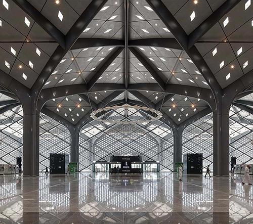 Foster navrhl pro vysokorychlostní trať Haramain stanice vypadající jako chrámy