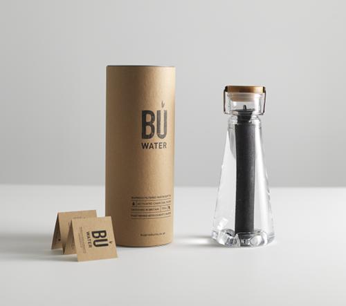 Elegantní láhev s uhlíkovým filtrem z bambusu