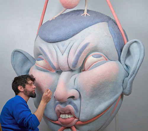 Paolo del Toro vytváří krásné a bizarní plstěné obličeje v nadrozměrných velikostech