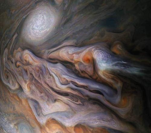 Neuvěřitelné záběry vířících mraků na Jupiteru