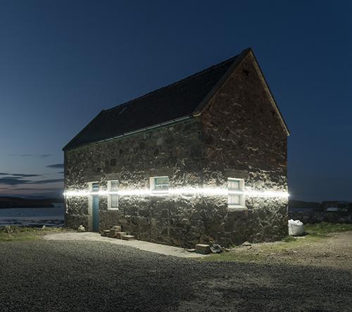 Důvtipná instalace na skotském pobřeží upozorňuje na dopad klimatických změn a stoupající hladinu vody