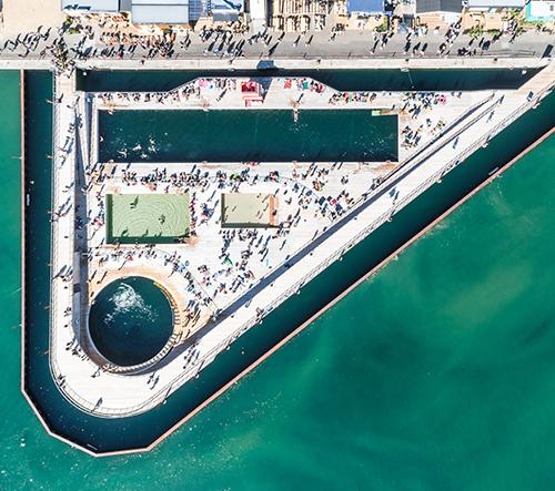 Studio BiG postavilo v dánském Aarhus obrovské lázně plovoucí na moři