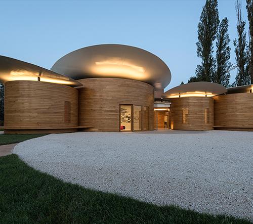 Devět kruhových pavilónu tvoří nový Dům hudby v Itálií