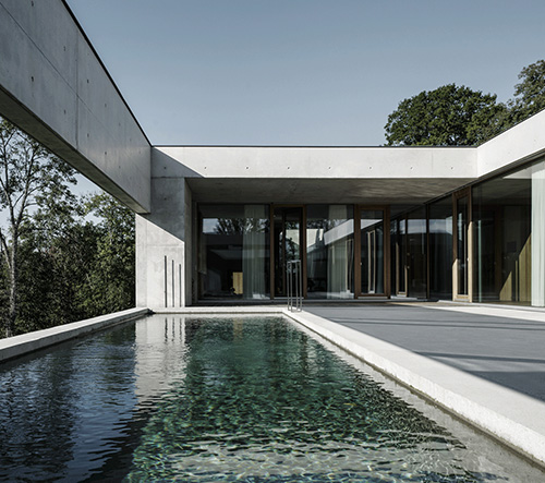 Studio  Marte.Marte Architects navrhli v Rakousku luxusní vilu s výhledem na údolí řeky Rýn