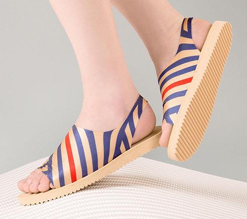 Česká značka Plove rozšiřuje kolekci o sandály a dvoudílné plavky