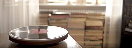 Moderní a minimalistický gramofon firmy Miniot