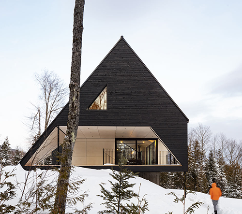 Bourgeois / Lechasseur architectes navrhli v Kanadě velkorysé bydlení v přírodě